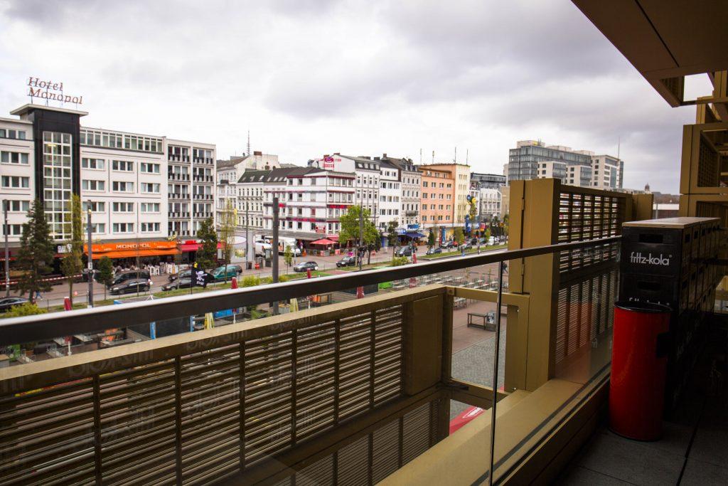 Lasertag St. Pauli Blick vom Balkon nach rechts